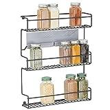 mDesign Küchenregal aus Metall – selbstklebendes Gewürzregal zur Wandmontage mit 3 Ebenen – ideal als Gewürzständer für Küche und Vorratskammer – schwarz